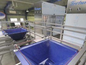Fortuna-Teigportioniertrichter-240kg-mit-Podest-und-Treppe_1